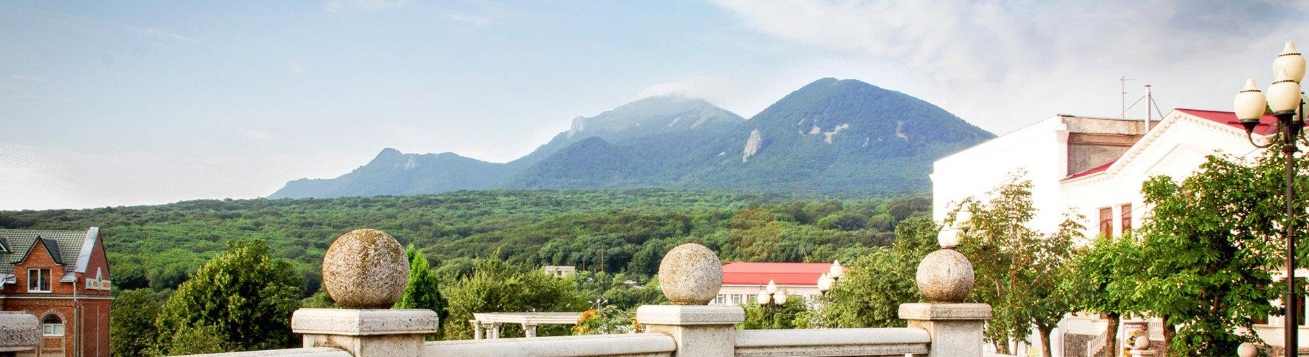 Вид на гору Бештау из отеля Рафаэль в Железноводске